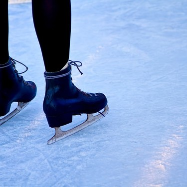スケートにおすすめの服装・持ち物は?子供・女子向けのコーデをご紹介!