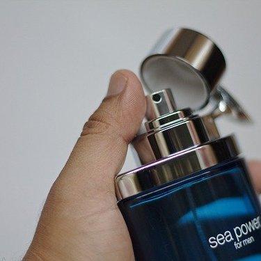 男性につけてほしい香水ランキング31選!女性ウケする香りは?