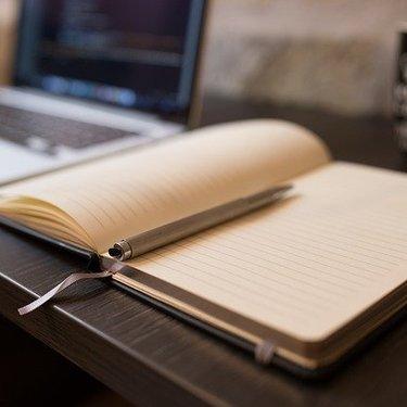 ノートカバーのおすすめ25選!人気のA5サイズやおしゃれで機能的な商品を紹介