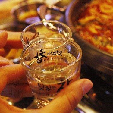 【チャミスル】美味しい飲み方はきゅうりで割る!?おつまみやおすすめの割り方も