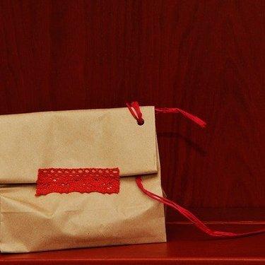 100均の紙袋がおしゃれで使えると話題♡サイズやおすすめのラッピング術も紹介