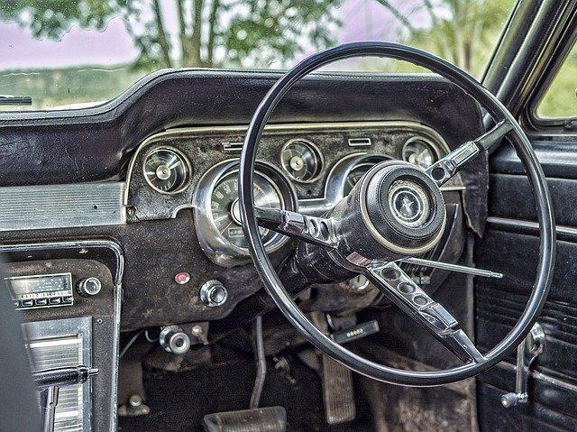車検証を不携帯で運転するのは法律違反?罰則やない時の対処法も紹介!
