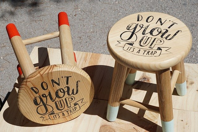 ダイソーの椅子&折りたたみ椅子はコンパクトで頑丈!おしゃれなおすすめを紹介