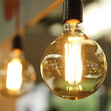 蛍光灯がつかない原因は故障なの?新品の場合や交換方法なども知ろう