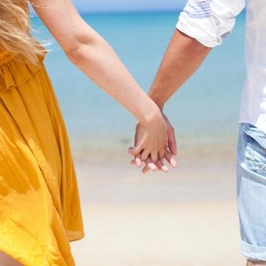 手を握る男性の心理を解説!握り方の種類や握られた時の対処法もチェック!