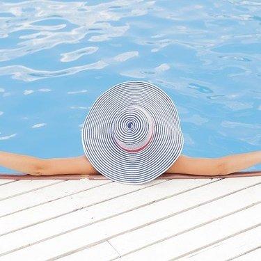 日焼け止めスプレー人気ランキングTOP17!顔にも使えるおすすめ商品も!