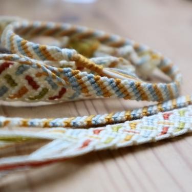 ミサンガの糸のちょうど良い長さは?男女・つける場所別の目安や意味の違いも紹介