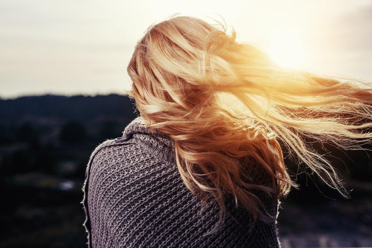 髪をすくメリット・デメリットをチェック!毛量を減らす方法や注意点も!