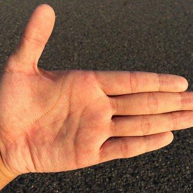 薬指の下(太陽線)の手相の見方をチェック!金運・成功運に関係が?