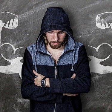 筋肉質な男性におすすめのファッションは?季節別の着こなし術も解説!