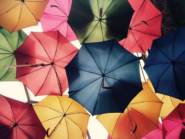 メンズ向け折りたたみ傘のおすすめランキング23!丈夫で使いやすい人気の物も