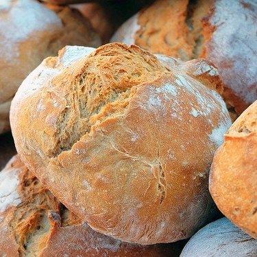 キャンプでパンづくりに挑戦!簡単で美味しい生地のレシピや作り方のポイントも!