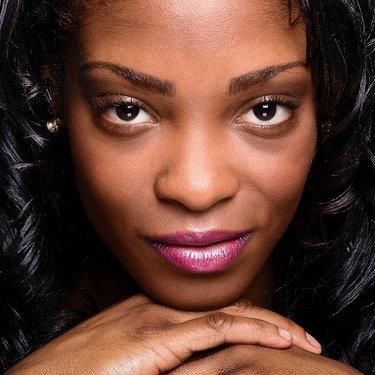 色黒の女性必見!小麦色の肌を活かしたおすすめメイクやコツも解説!
