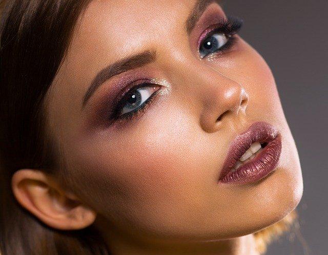 化粧直しのおすすめ方法は?初心者も簡単にできるやり方やコスメを紹介!