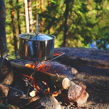 キャンプ用の鍋おすすめ17選!簡単で美味しい料理のレシピもチェック!