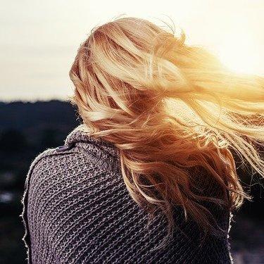 金髪が似合う芸能人は?参考にできる髪型を男性女性別に紹介!