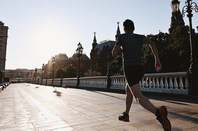 朝ランニング&ジョギングの効果的な方法は?継続させるコツや夜との違いも解説!