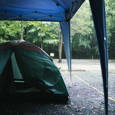 雨の日キャンプの楽しみ方まとめ!防水対策の服装・必需品・注意点など!