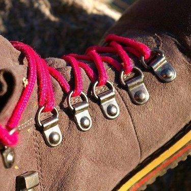 キャンプ用の靴選びガイド!季節ごとの選び方や種類ごとの特徴も紹介!