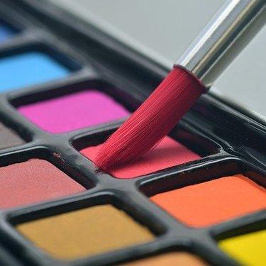 グリーンベースの特徴と診断方法を紹介!髪色・メイクで似合う色の選び方も伝授