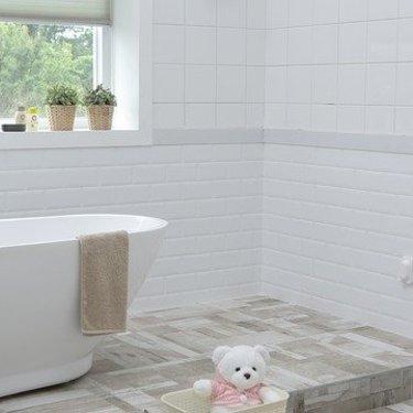 お風呂の床の黒ずみ掃除はコレで完璧!落とし方・汚れの原因・おすすめの洗剤も!