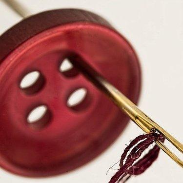 100均で買えるスナップボタン特集!ダイソー・セリアの人気商品や付け方も紹介