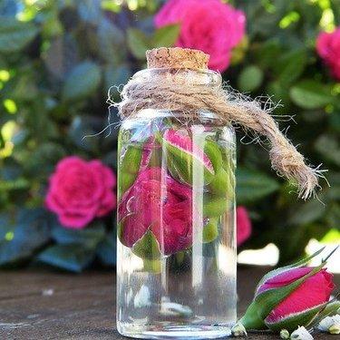 グリセリンの使い方17選!化粧水としてもお風呂でも使用できる!