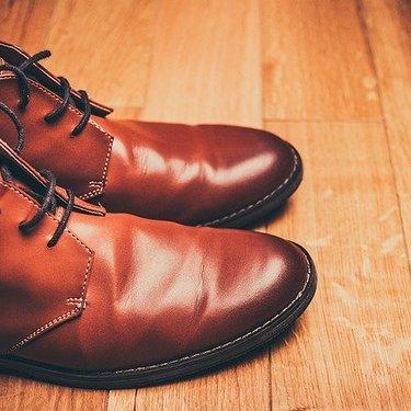 革靴にひび割れができる原因は?補修する為の手入れ方法や予防の仕方を紹介!