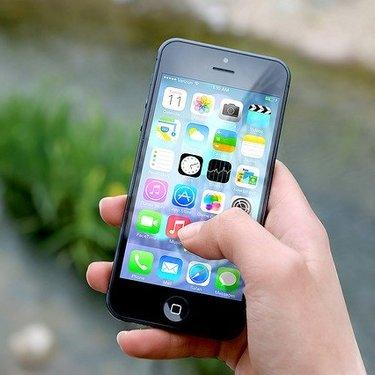 アプリをまとめる整理方法!iPhone・Android別の便利テクまとめ!