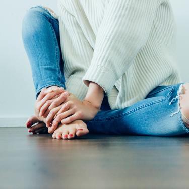 足の臭いがキツイ原因とは?おすすめのアイテムや簡単な対策方法を伝授!