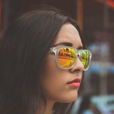 オークリーのサングラスが人気の理由とは?おすすめモデルや種類もチェック!