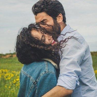 ほっぺにキスする男性の心理・意味とは?彼女から彼氏へ可愛くキスする方法も紹介