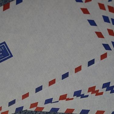 エアメールの書き方&送り方ガイド!封筒に書く宛名や住所の記載方法も!