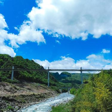 【夢占い】川の夢の意味31選!渡る・落ちる・氾濫するなど状況ごとに判断!