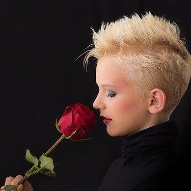 ジェンダーレス女子の魅力を徹底解明!服装や髪型の特徴もチェック!