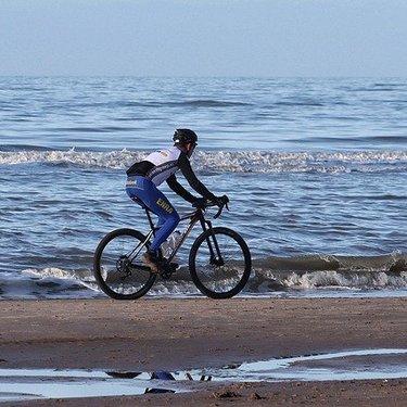 クロスバイクをカスタム!改造用のおすすめパーツや快適さが増すやり方も!