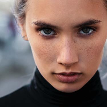 きつい顔の特徴・顔立ち11選!柔らかく見せるメイク法や髪型は?