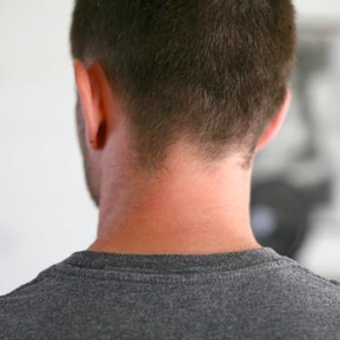 首が太い原因は?首元をすっきり細くする解消方法をチェック!