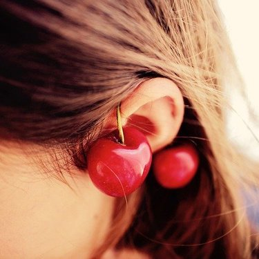【ほくろ占い】耳にあるほくろの意味まとめ!右耳・左耳・位置によって違う?