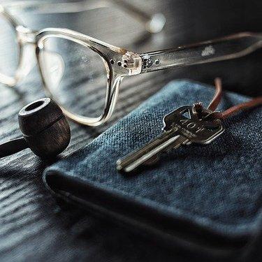 青の財布にはどんな意味がある?風水や金運アップの効果を詳しくチェック!