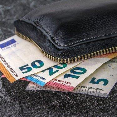 黒の財布にはどんな意味がある?風水や開運の効果を詳しく教えます!