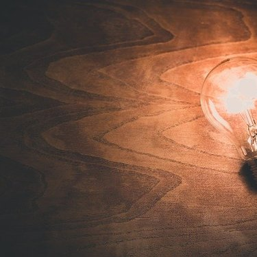 LED電球の色は場所ごとに変えよう!リビングや仕事部屋に合う種類の選び方は?