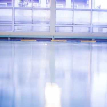 【夢占い】プールの夢を見る意味とは?シチュエーション別に心理状況も解説!