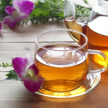 むくみを解消するお茶は?効果的な飲み方やコンビニで買える商品もチェック!