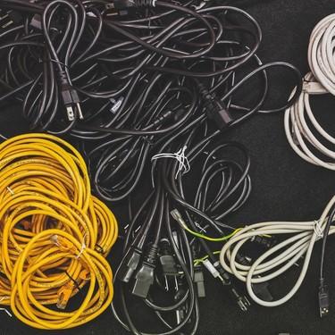 電子レンジのアース線は必要?正しい付け方や端子が無い場合も解説