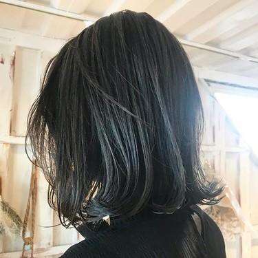 ネイビーアッシュは透明感ある暗めのヘアカラー!青みが強いおすすめの髪色!