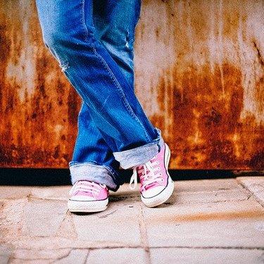 「履く」と「穿く」の意味の違いと使い方を解説!ズボン・靴下など使い分け方は?