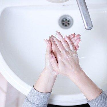 重曹洗顔は黒ずみ・角質に効果的?やり方や注意点もチェック!