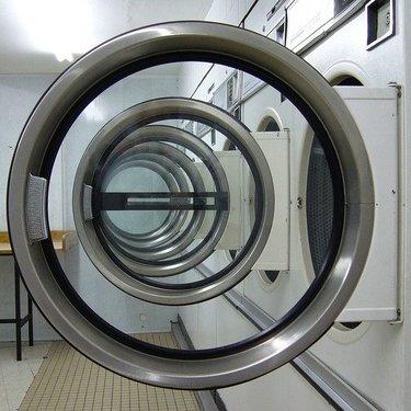 コインランドリーの乾燥機を攻略!時間・料金・持ち物など使い方を一から解説!