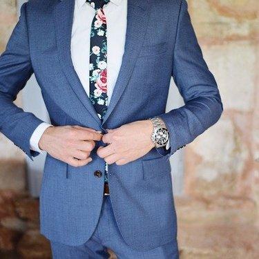 スーツをクリーニングに出す頻度は?長持ちさせる秘訣やお手入れ方法も!